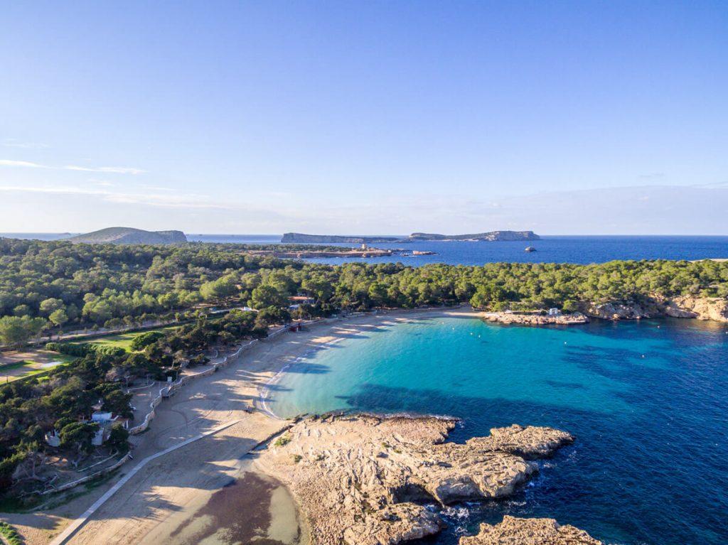 Spiaggia e mare di Cala Bassa, Ibiza, Spagna - AndyBanfi.com