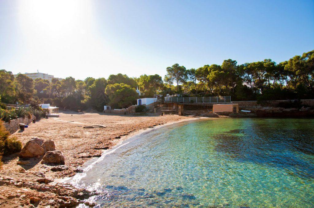 Spiaggia e mare di Cala Graciò, Ibiza, Spagna - AndyBanfi.com