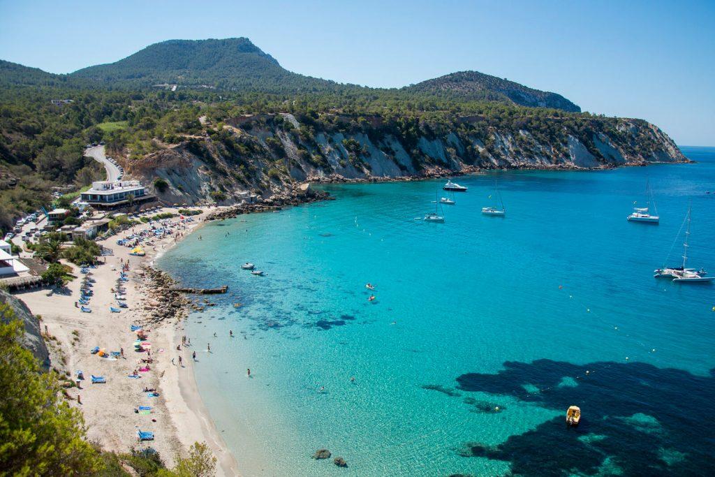 Spiaggia e mare di Cala D'Hort, Ibiza, Spagna - AndyBanfi.com
